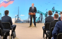Vladimir Putin talks to oil producers
